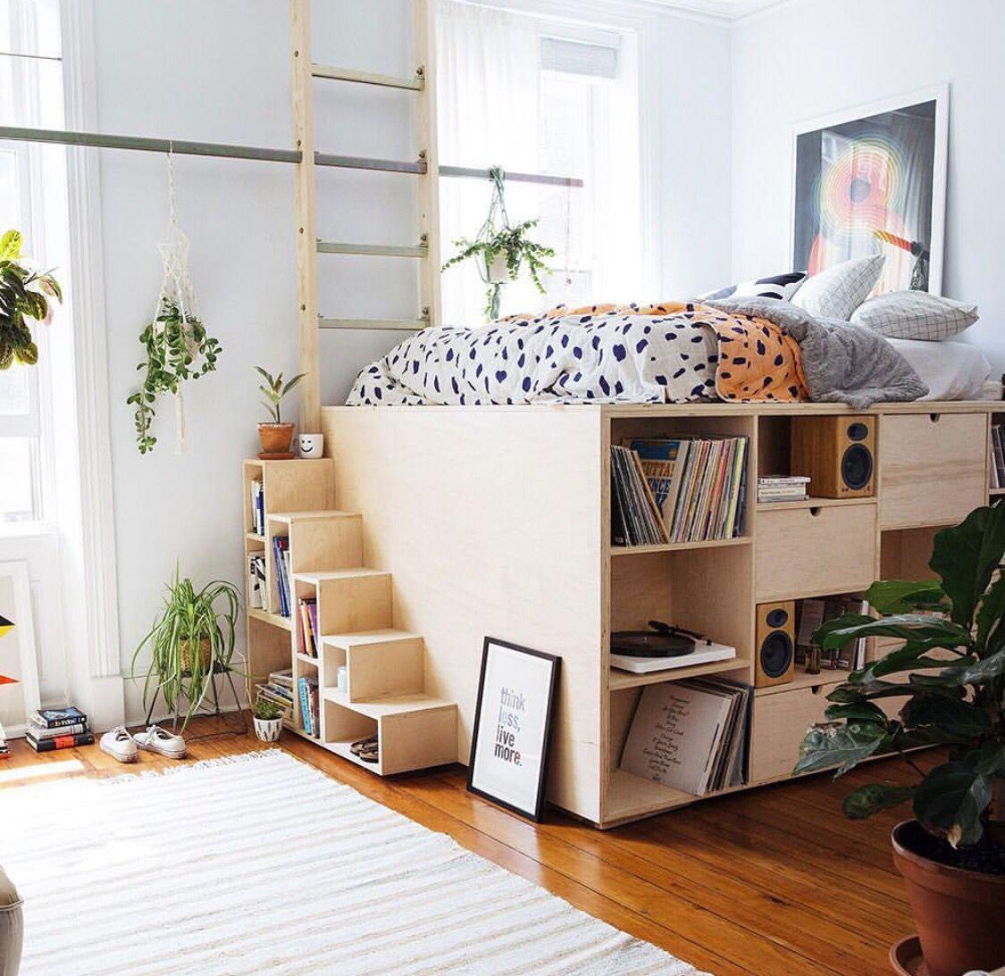 lit estrade bois escalier rangement tapis blanc à frange blog déco clematc