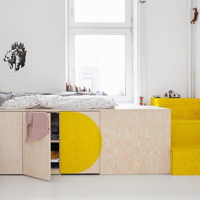 lit estrade bois jaune rose pastel déco lumineuse