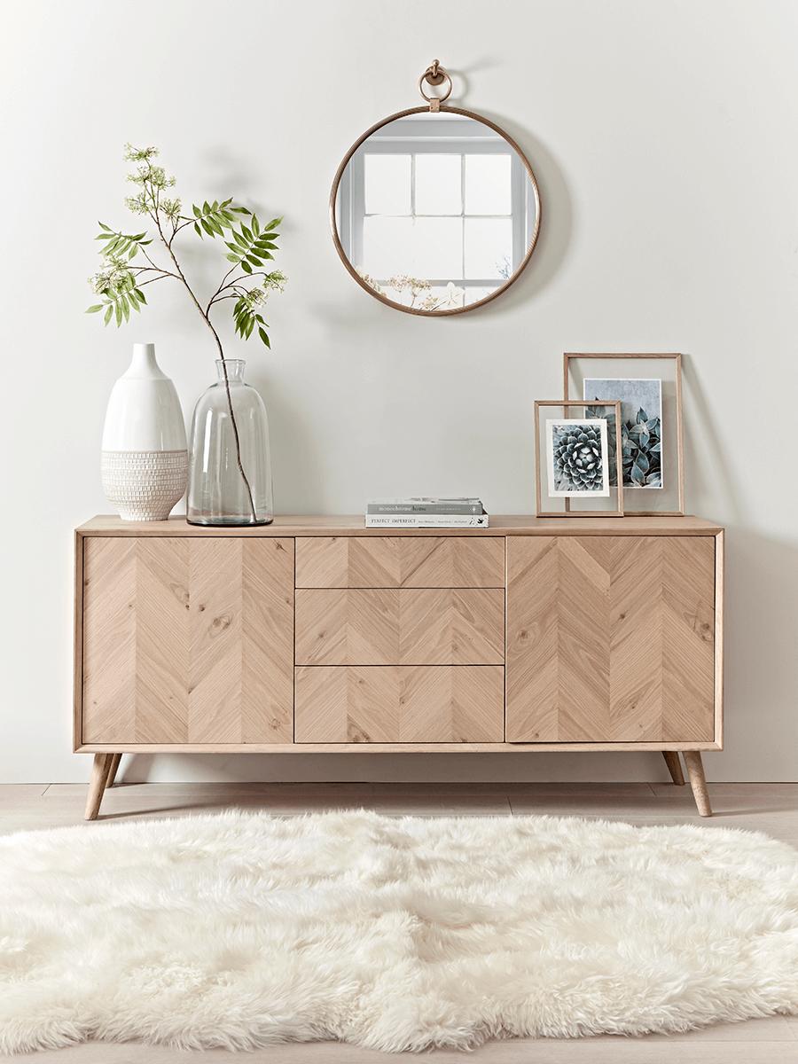 meuble bois chevron style scandinave tapis fourrure blanche