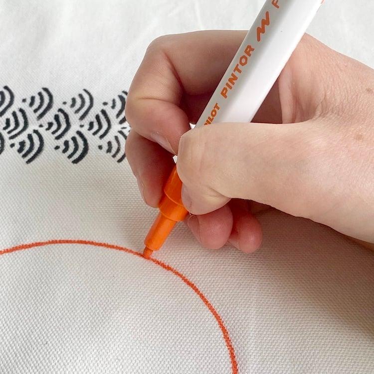 personnaliser taie oreiller coussin dessin art déco main levée