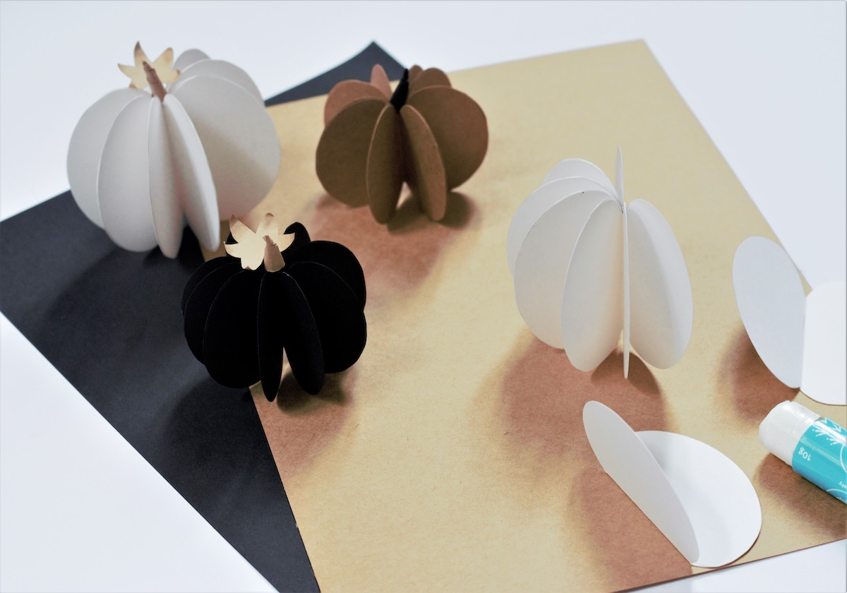 pliage enfant collage silhouette fruit en papier à suspendre