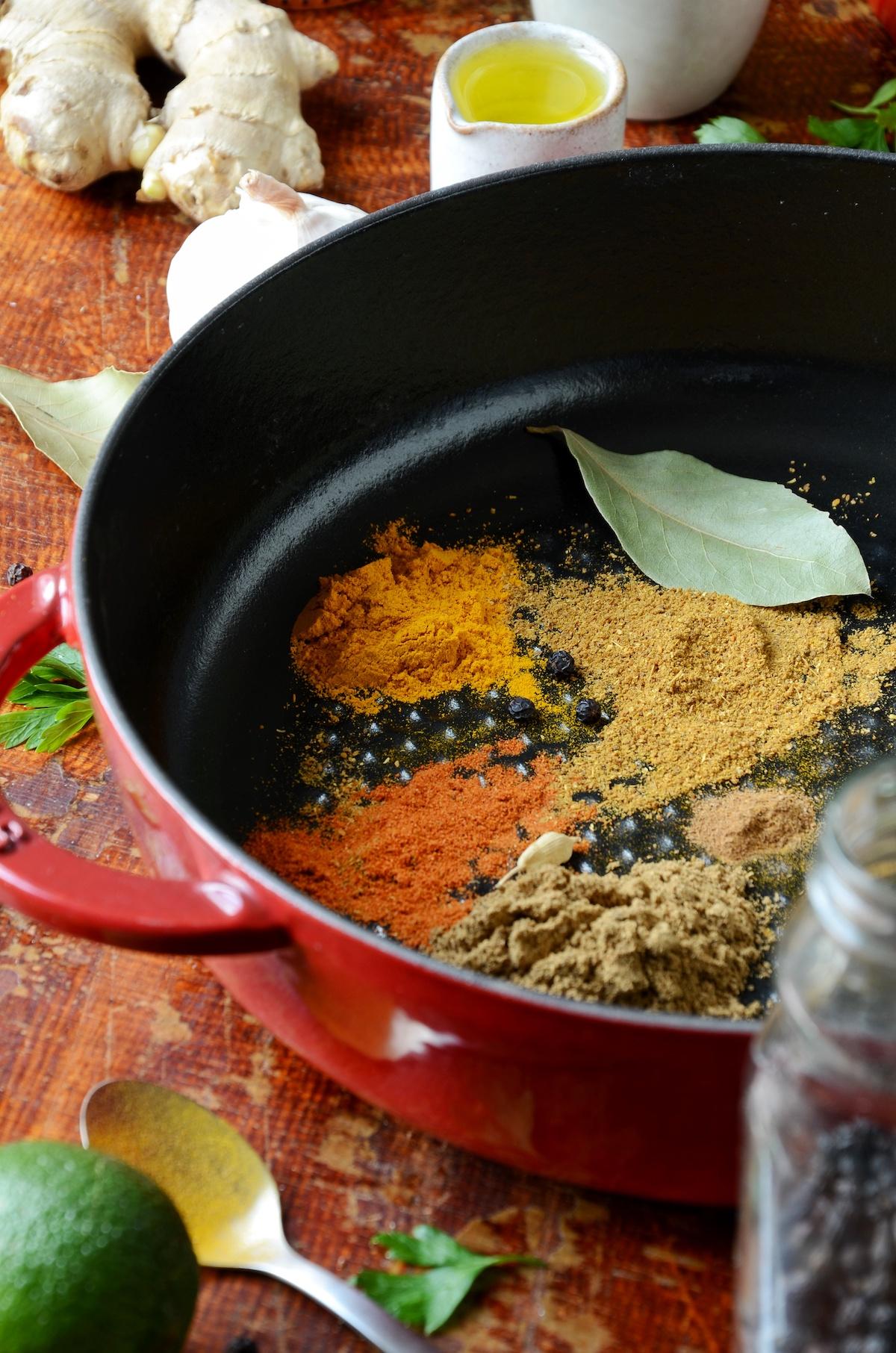 recette cuisine indienne reconnaitre épice cuisson casserole fonte