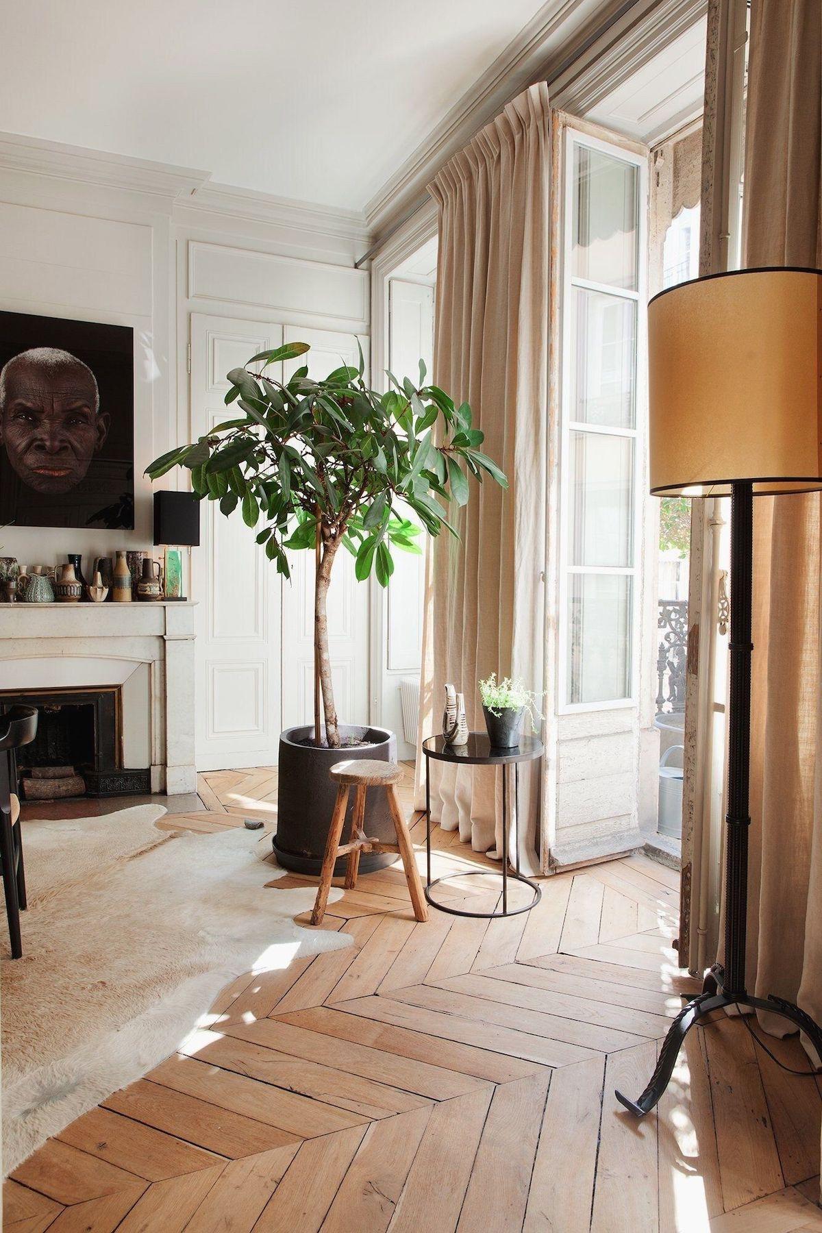 salon décoration chevron appartement parisien lumineux rideaux lin