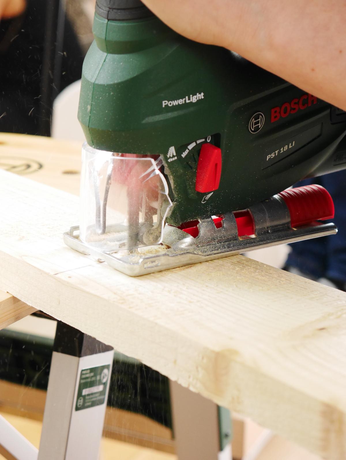 technique bricolage découpe bois meuble diy scie sauteuse