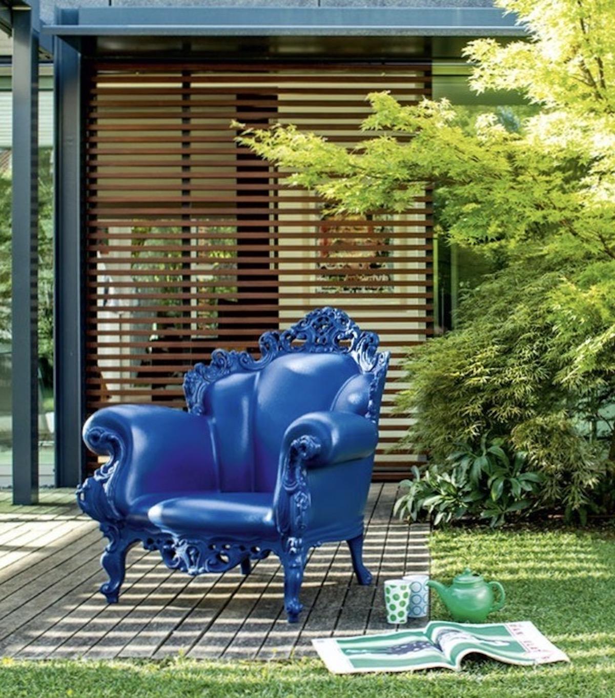 terrasse bois extérieur design assise bleu icône design alessandro mendini jardin - blog déco