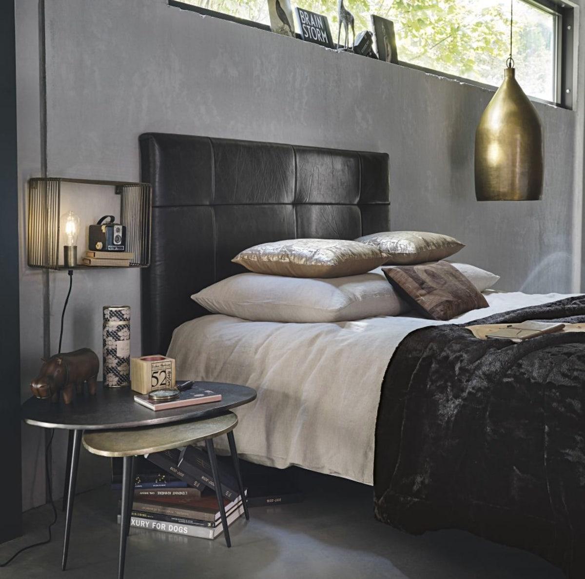 déco tête de lit cuir noir suspension laiton plaid velours déco chic industrielle