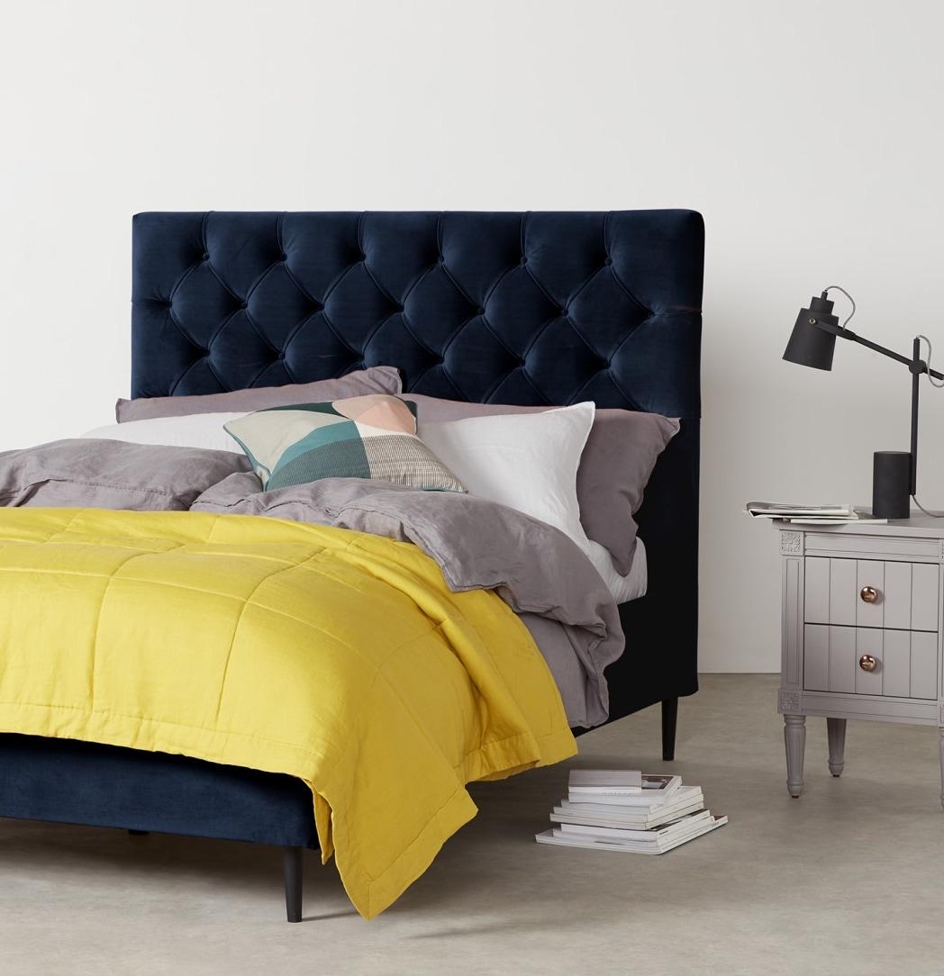 tête de lit capitonnée bleu marine velours esprit lounge tendance déco chambre blog clematc