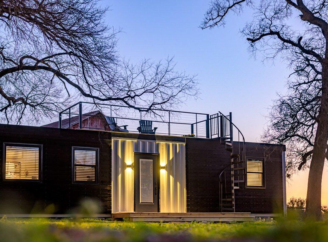 transformation conteneur camion en maison bungalow rétro moderne
