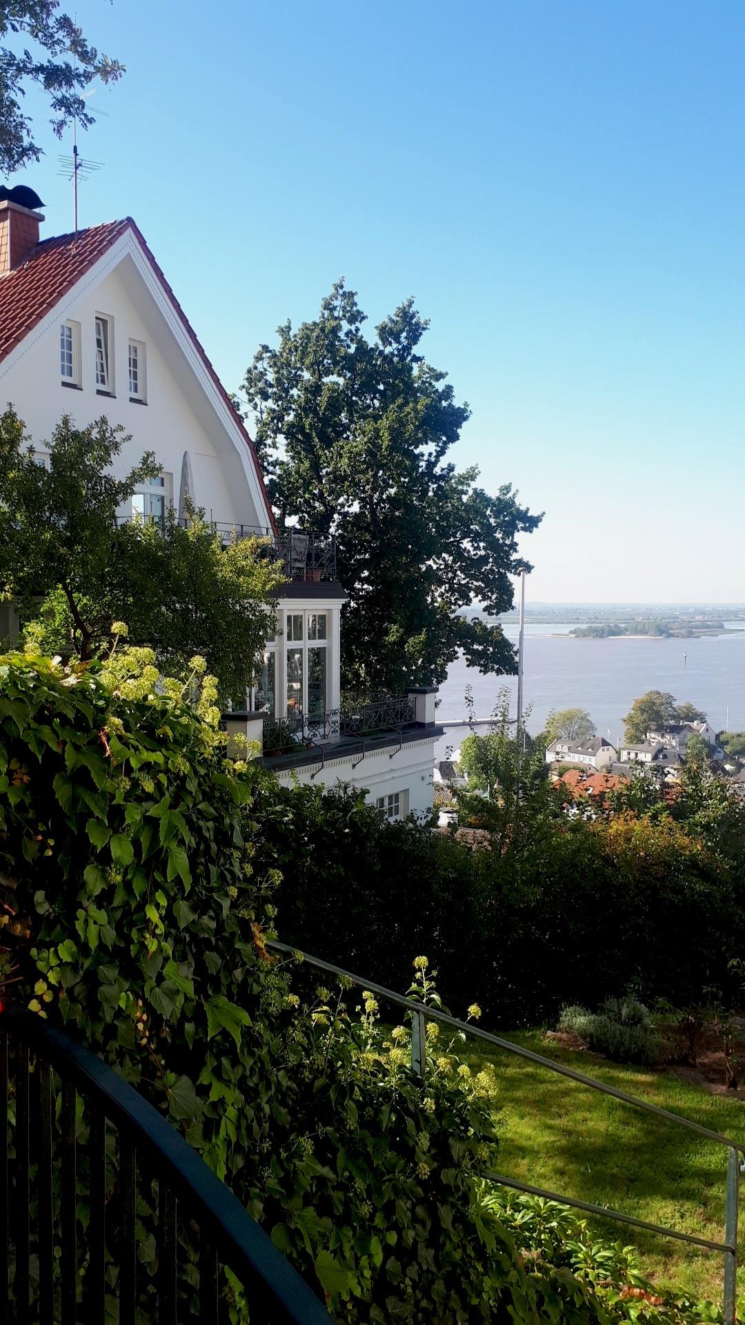 villas blanche déco chic élégante déco extérieure paysage allemand architecture hambourg