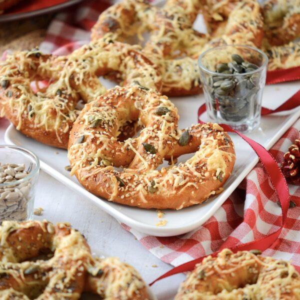 Recette bretzel alsacien facile au fromage gratiné graines courge