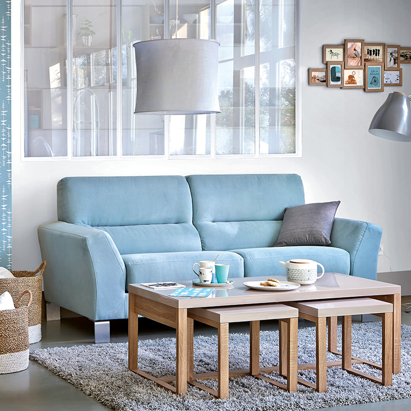 canapé bleu table bois tendance scandinave