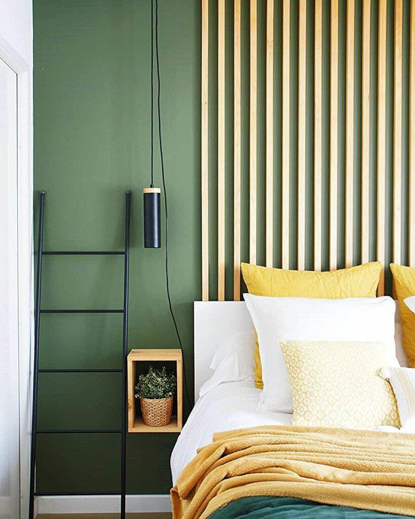 couleurs tendances 2021 jaune kaki tête de lit bois suspension moderne noire