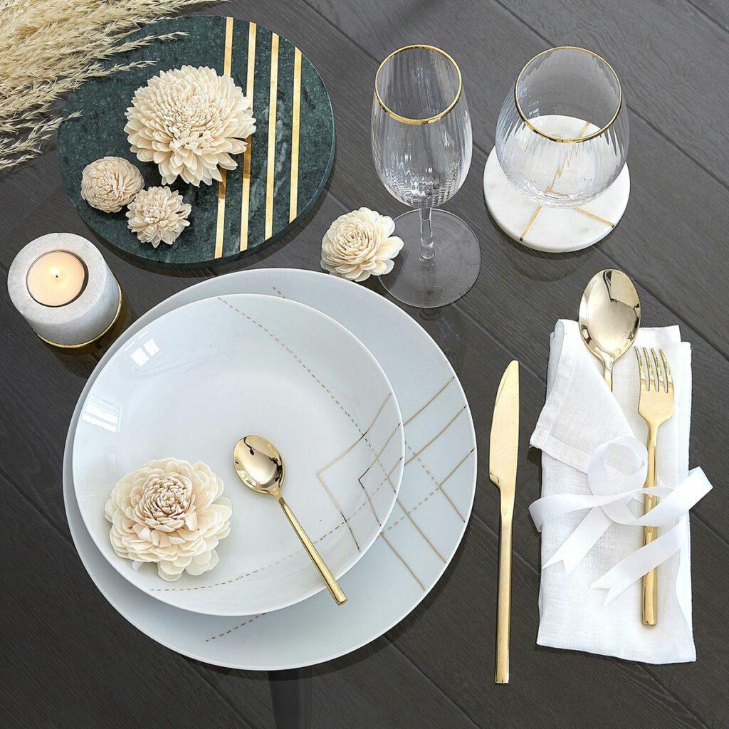 déco Noël chic table assiette blanche doré géométrique