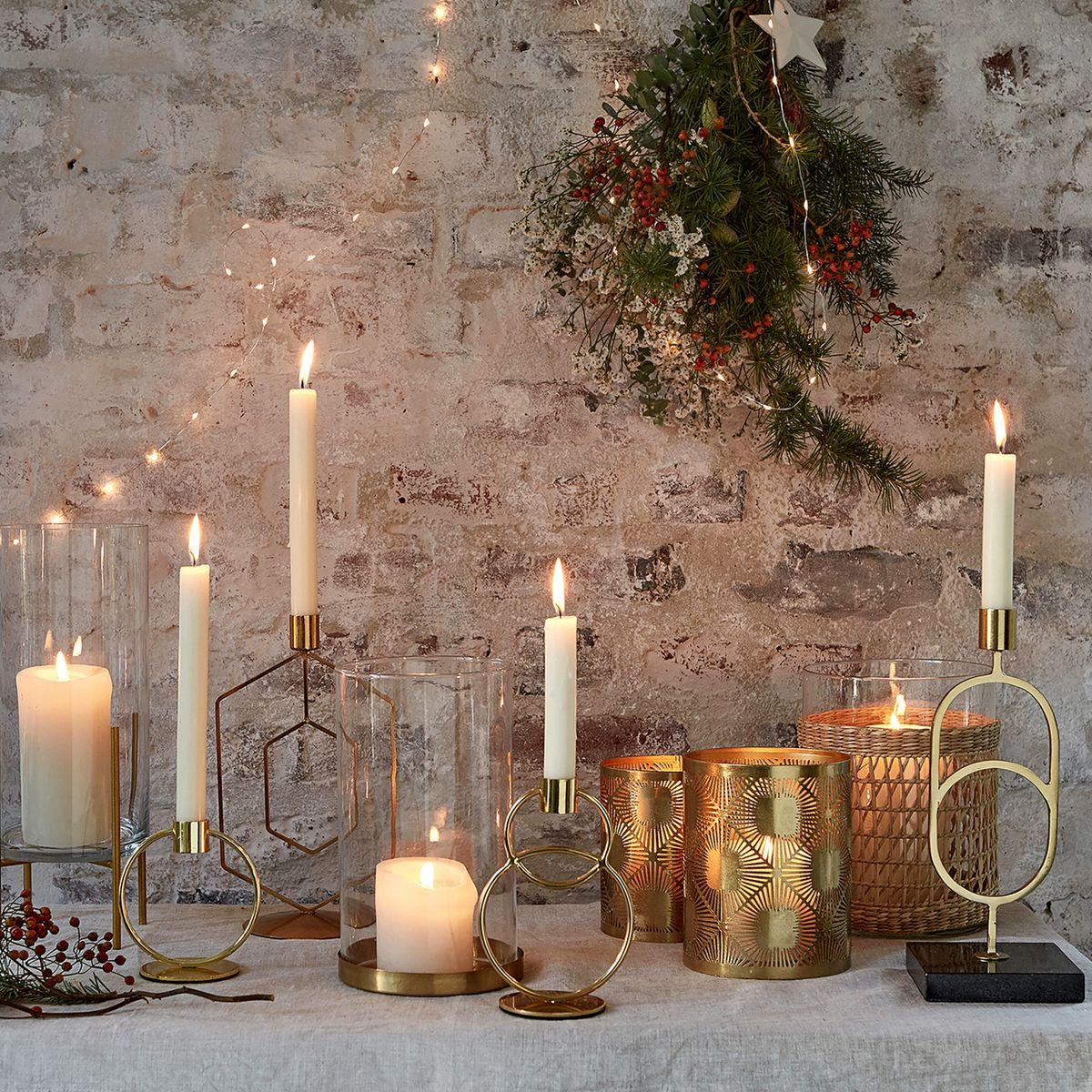 décoration décembre bougie dorée photophore verre cheminée hiver
