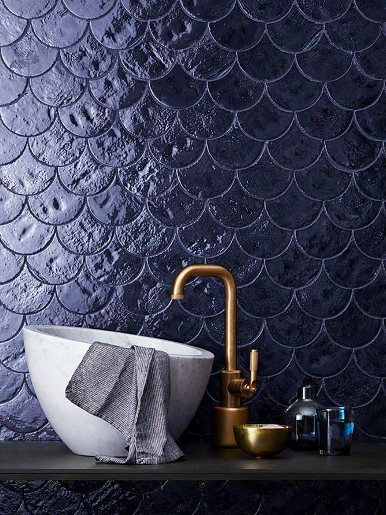 salle de bain bleu marine robinet laiton blog clematc