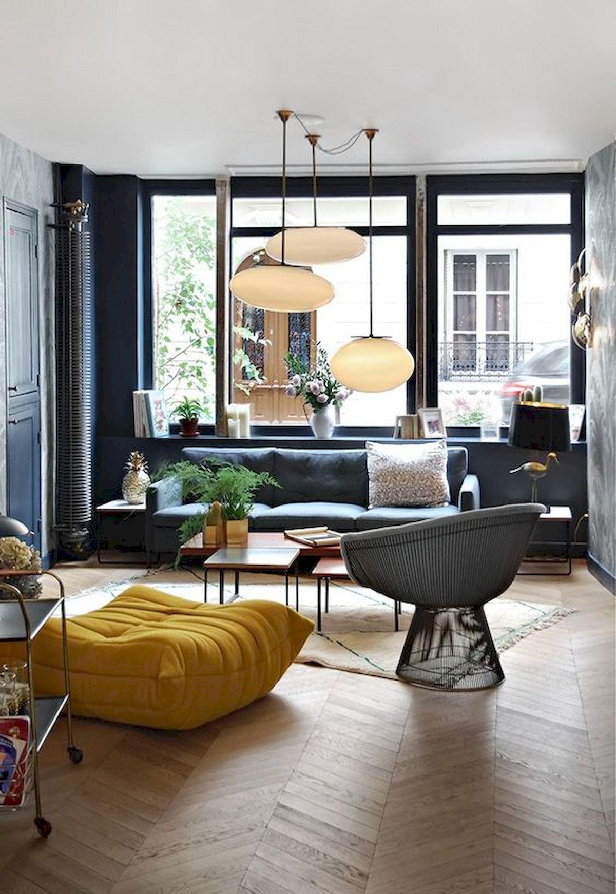 salon moderne bleu gris pouf jaune carré curry parquet bois chevron