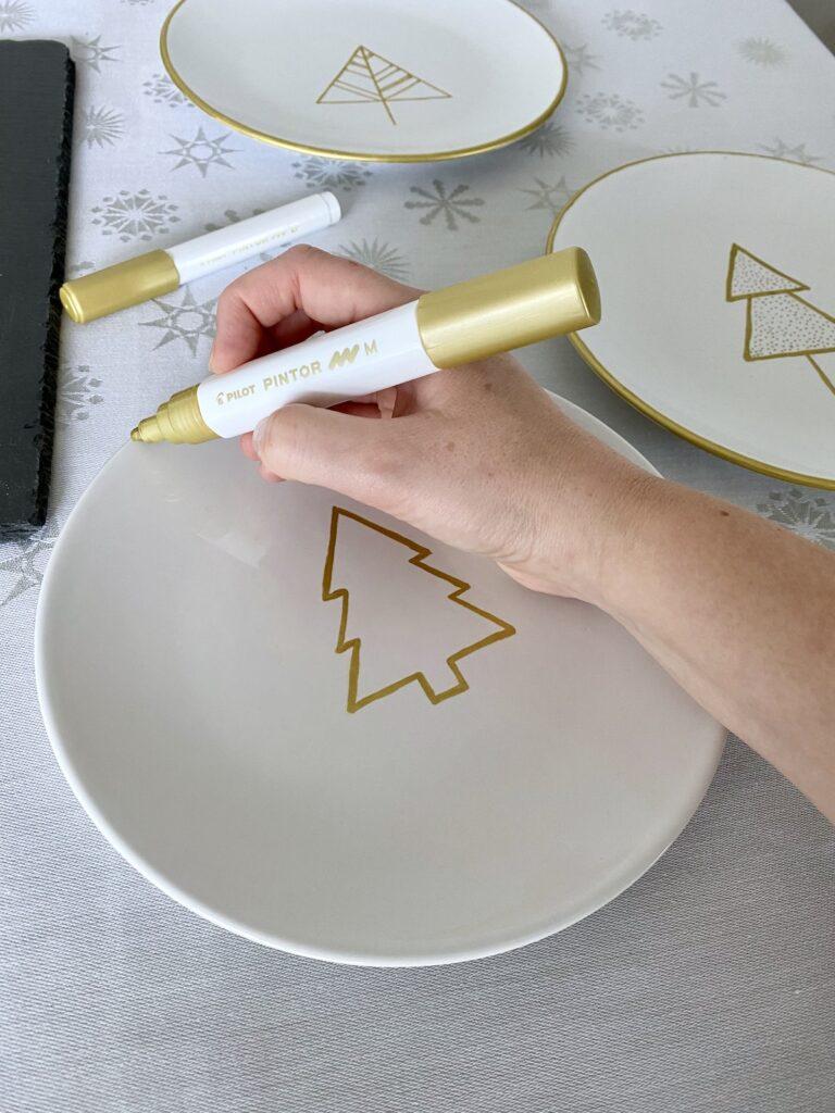 comment personnaliser table de Noël 2020 dessin sapin or feutre motif
