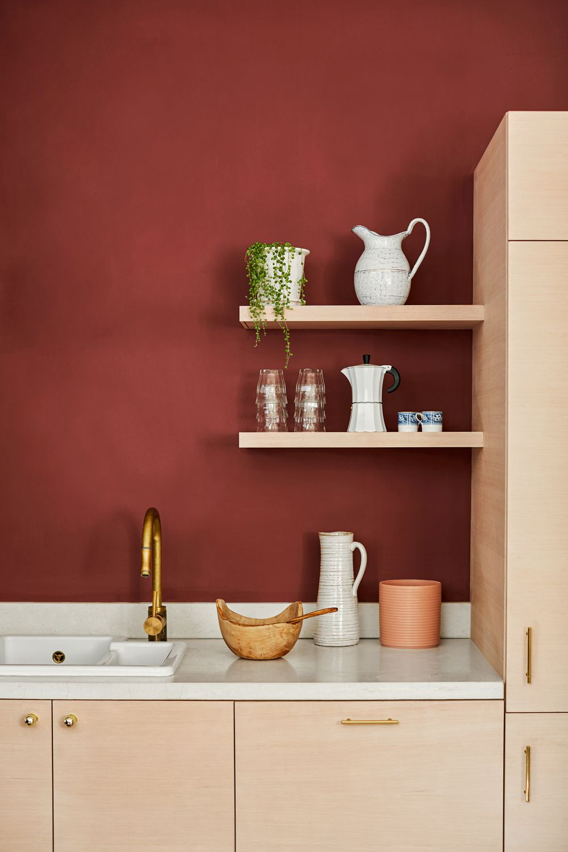 cuisine moderne mur rouge terracotta meuble beige