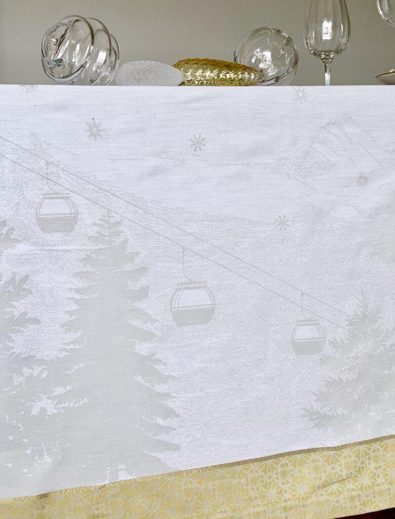 nappe table de Noël 2020 dessin motif ski télécabine déco montagne