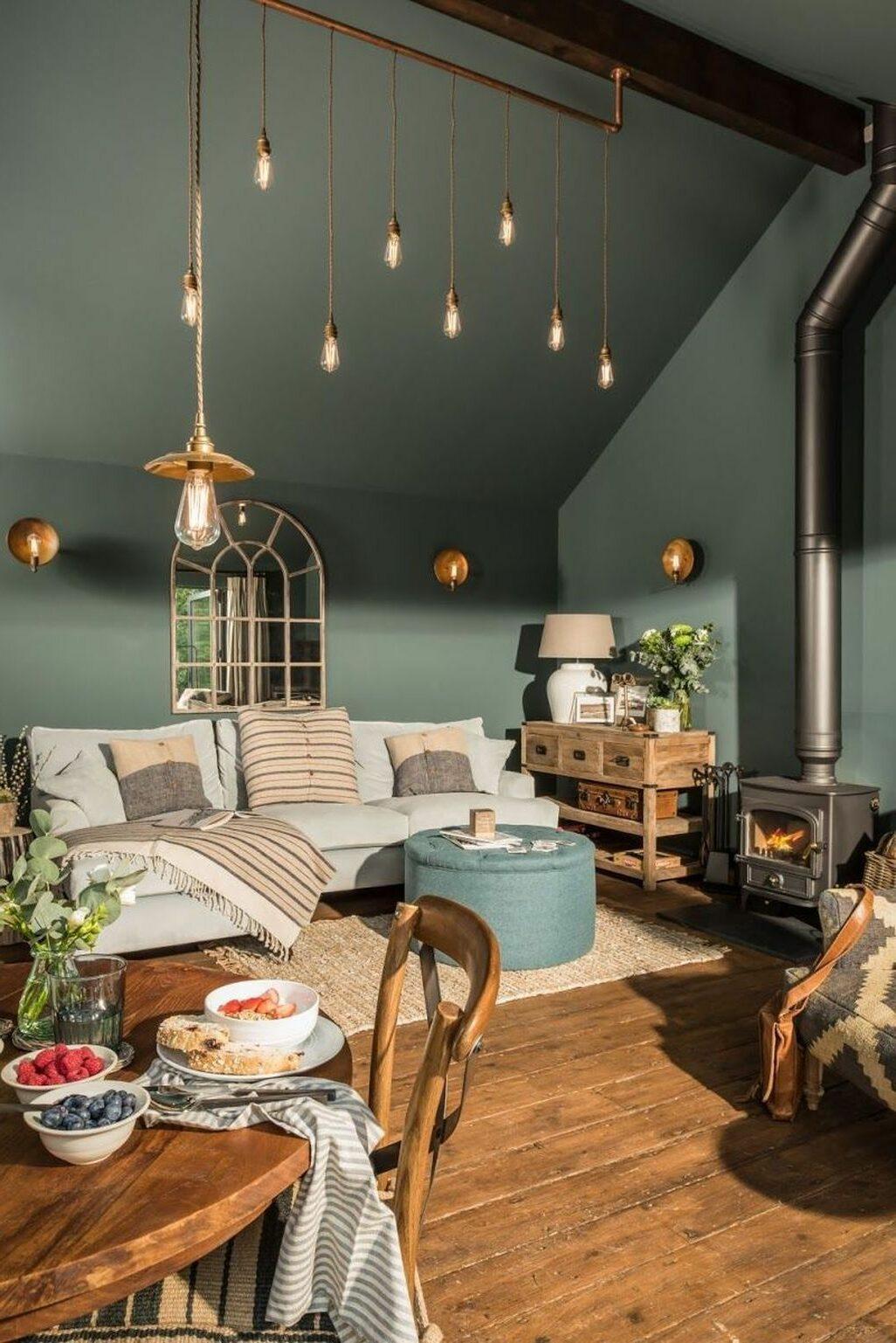 salon moderne végétale mur vert suspensions laiton accessoires boises