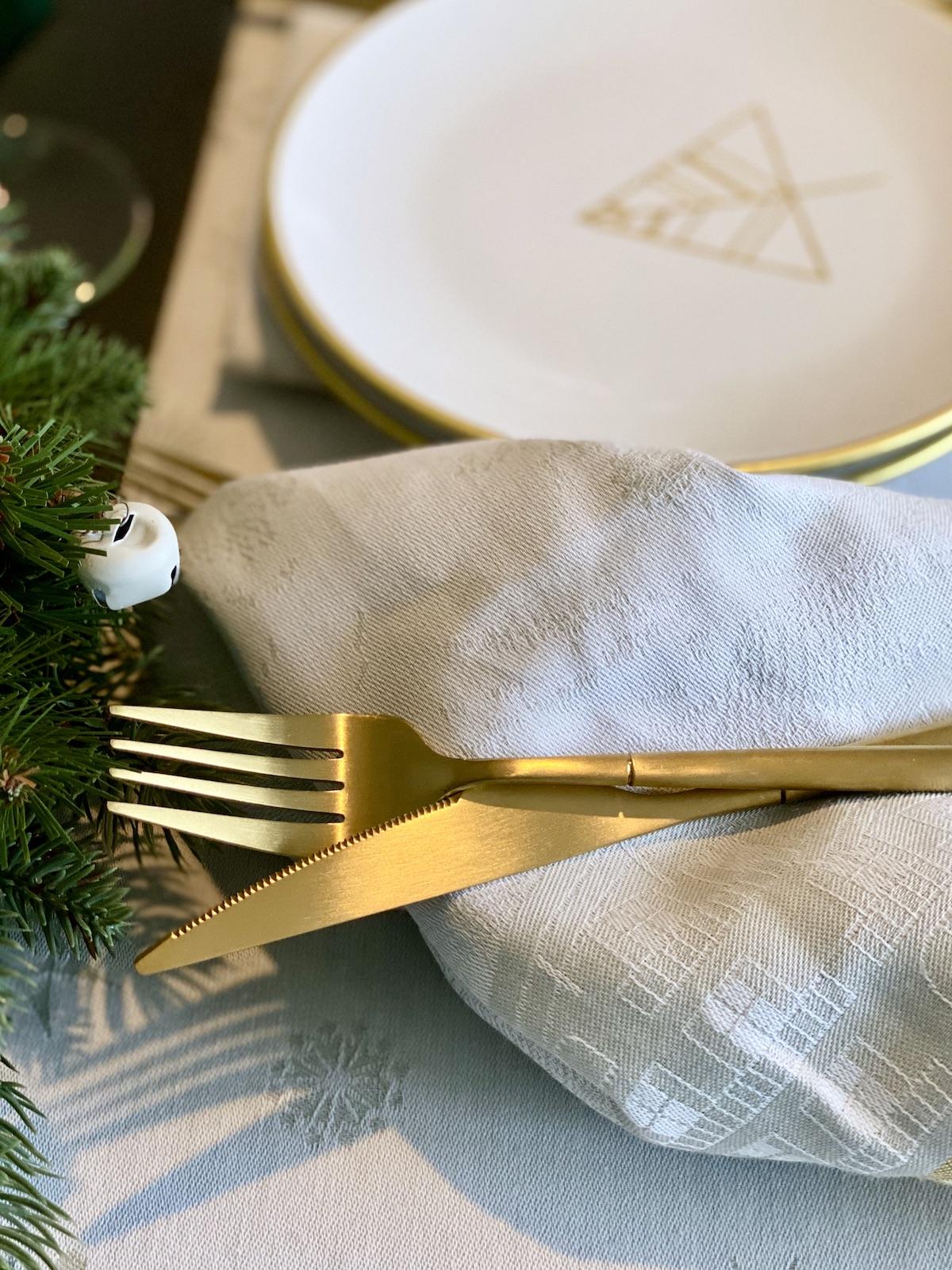 table de Noël 2020 blanche dorée argentée couvert blog déco