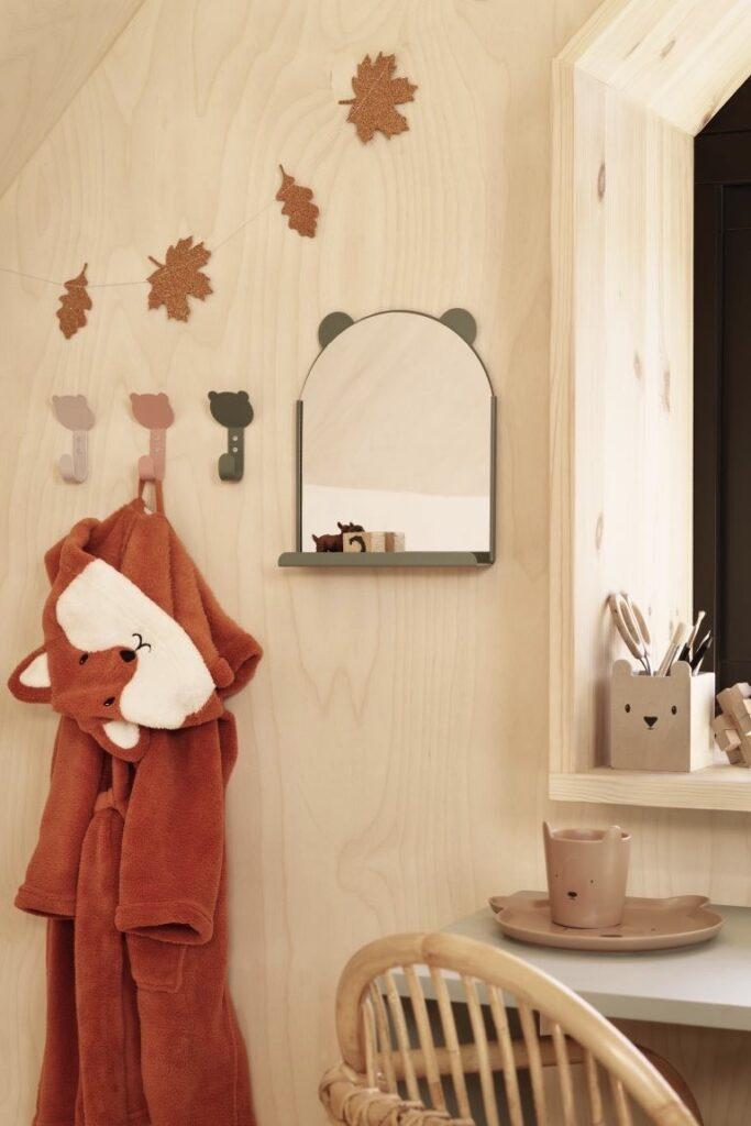 chambre enfant thème forêt peignoir renard patère feuille automne