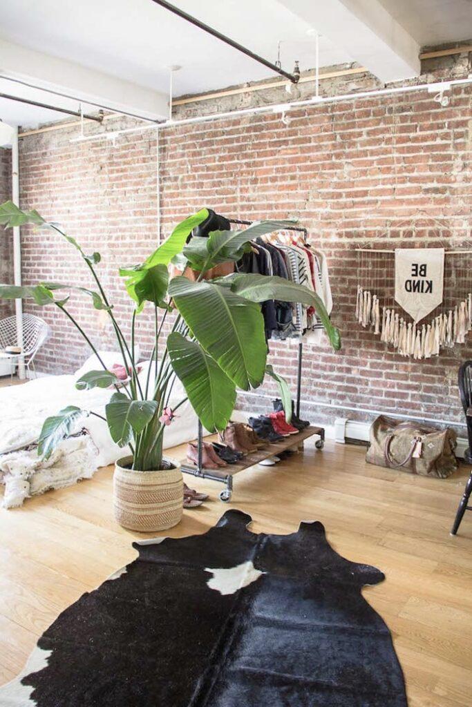 cloison loft style indus séparation space dressing ouvert plante bananier