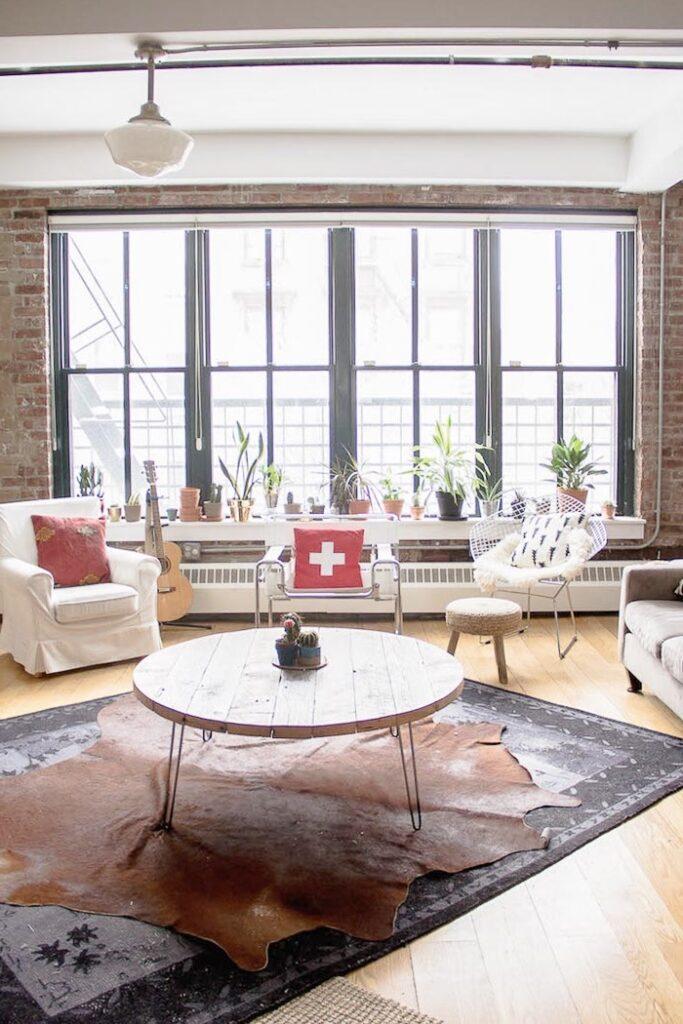 loft style indus décoration tapis peau vache clem around the corner