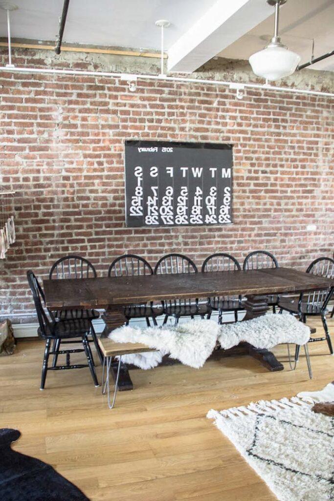 loft style indus mur briquettes salle manger table campagne