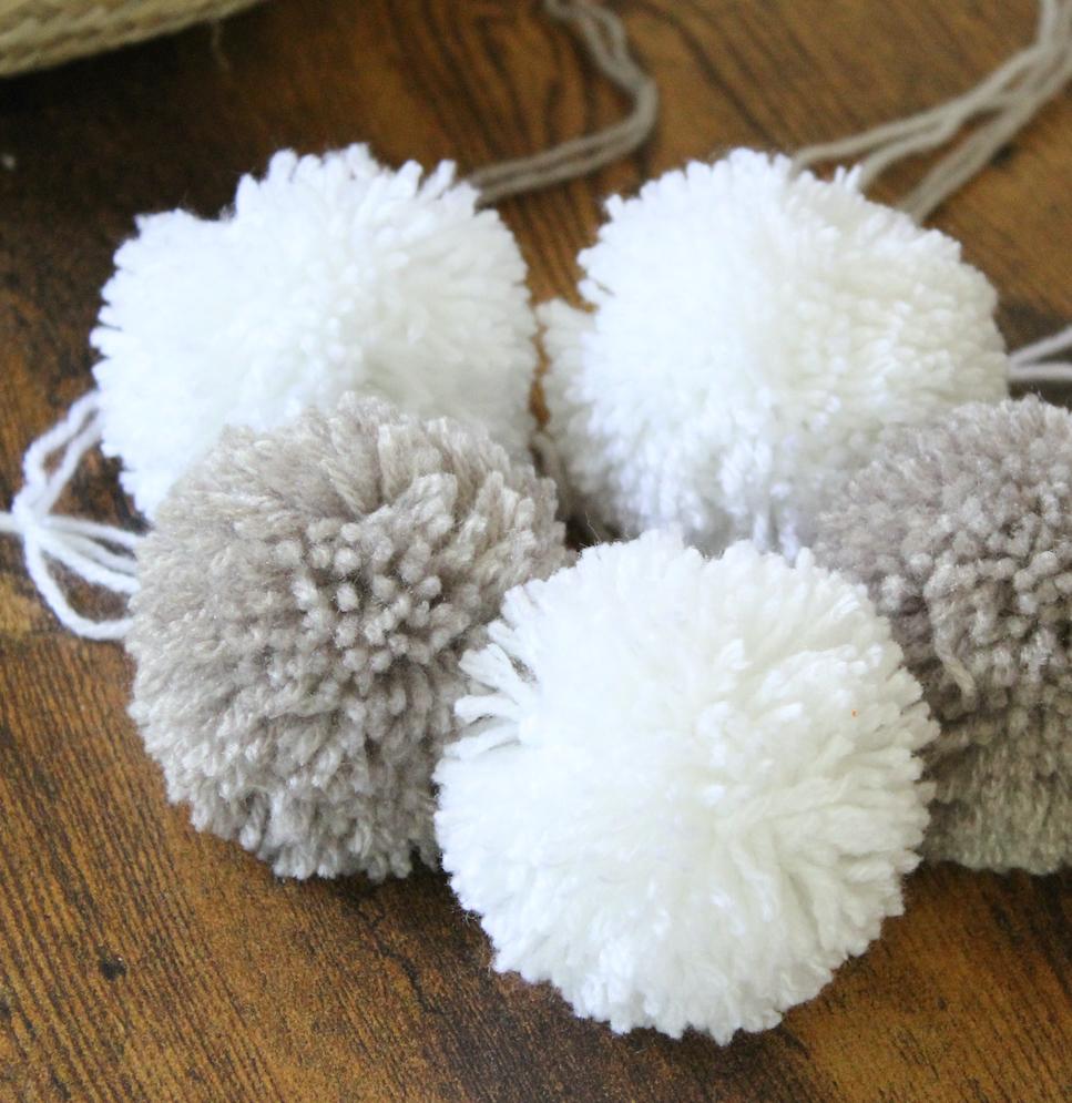 pompon gris taupe blanc idée deco intérieure
