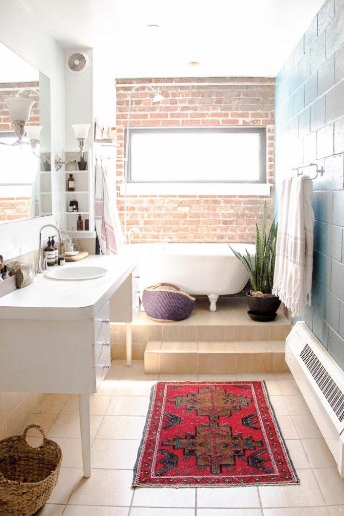salle de bains estrade baignoire pied rétro blanche patte lion