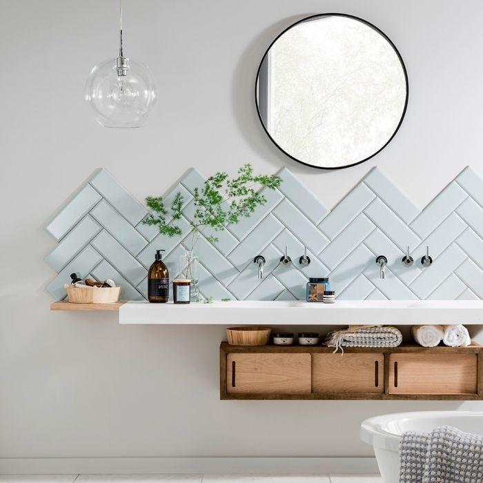 carrelage chevron bleu pastel miroir rond mobilier bois deco scandinave