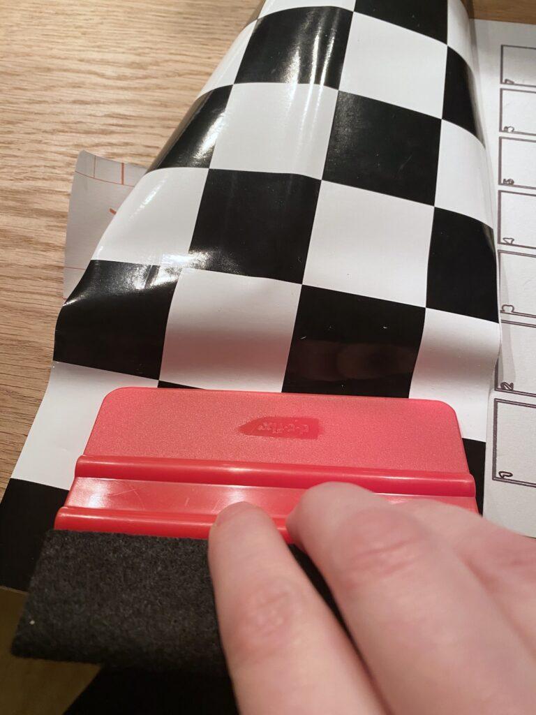 comment poser film adhésif spatule sans bulle