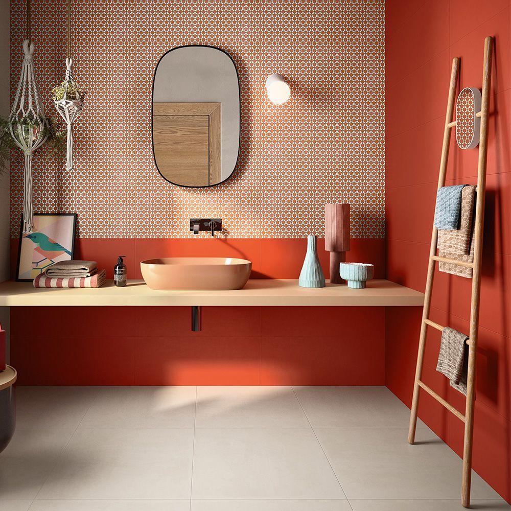 crédence salle de bain rouge mobilier sèche serviette bois blog deco