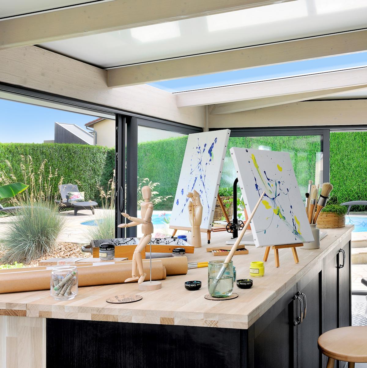 atelier d'artiste veranda extension dome toit ouvert plan de travail bois lumineux
