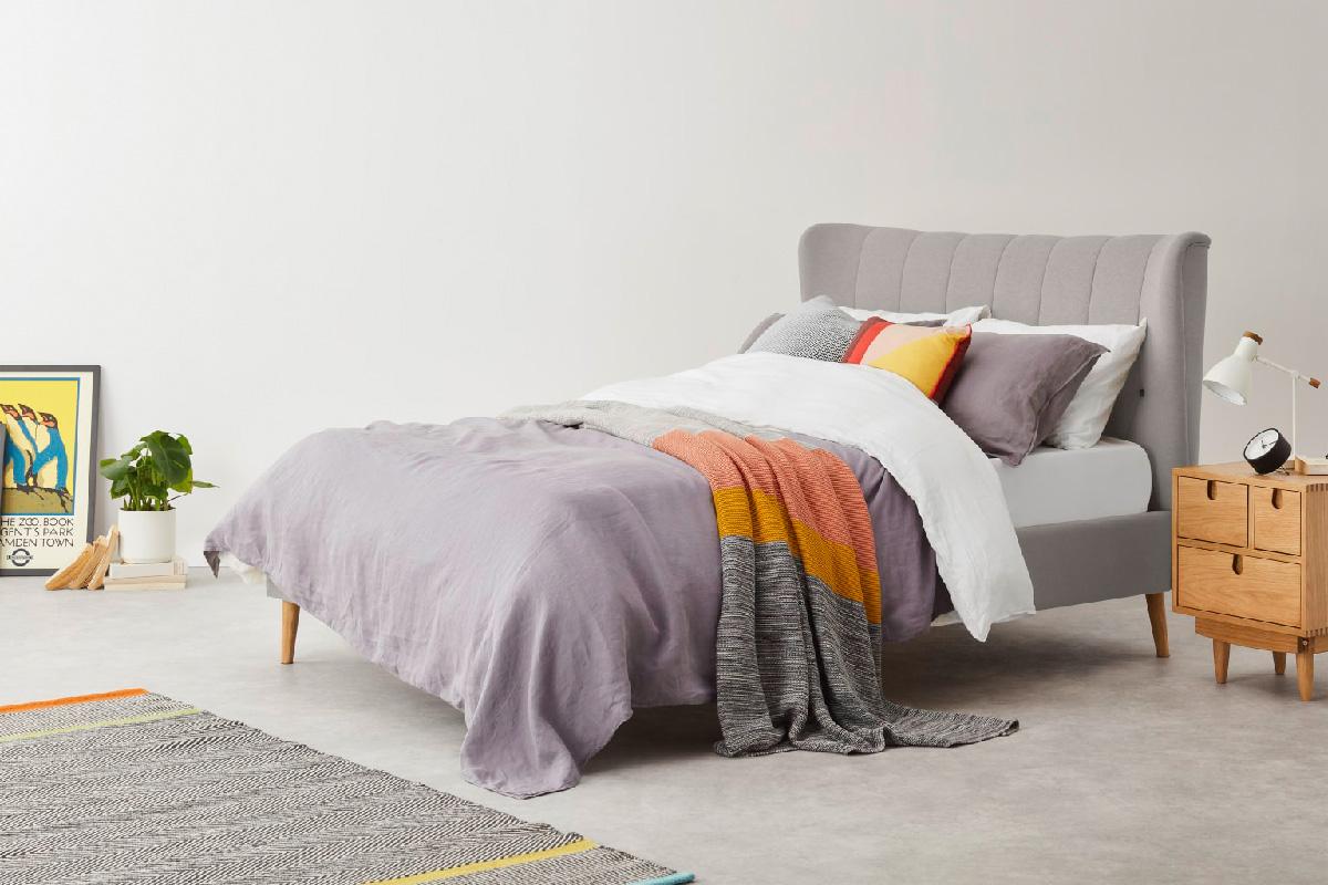 Cadre de lit confortable chambre gris bois lit double