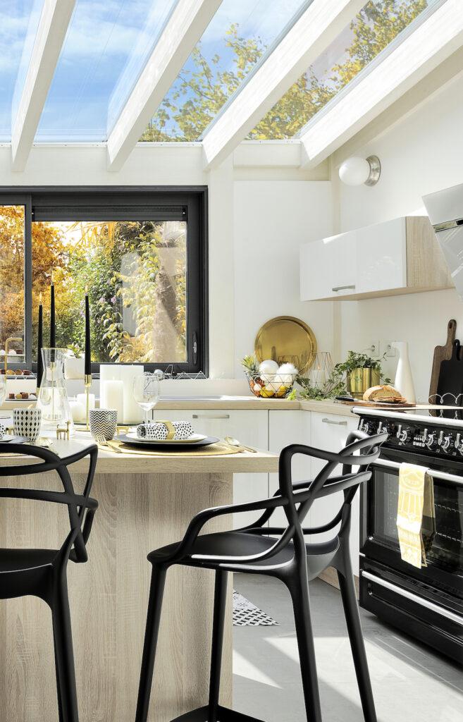 cuisine noir blanc bois chaise haute contemporaine
