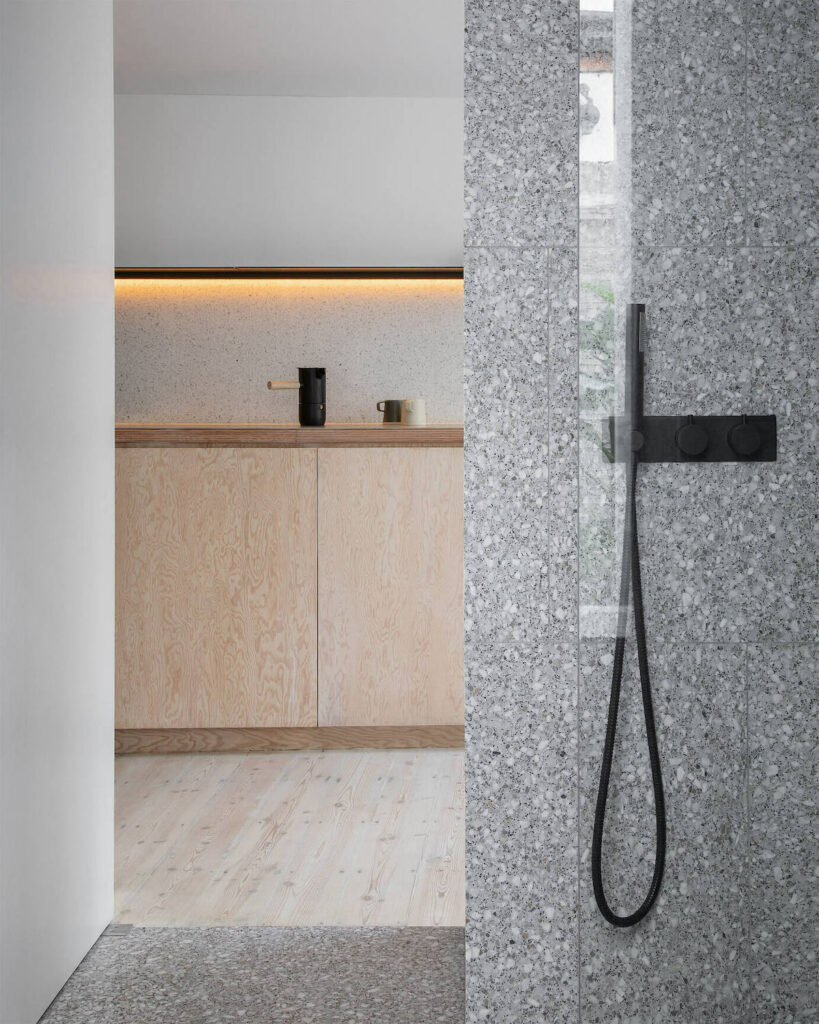 douche italienne carrelage grès cérame effet granit gris
