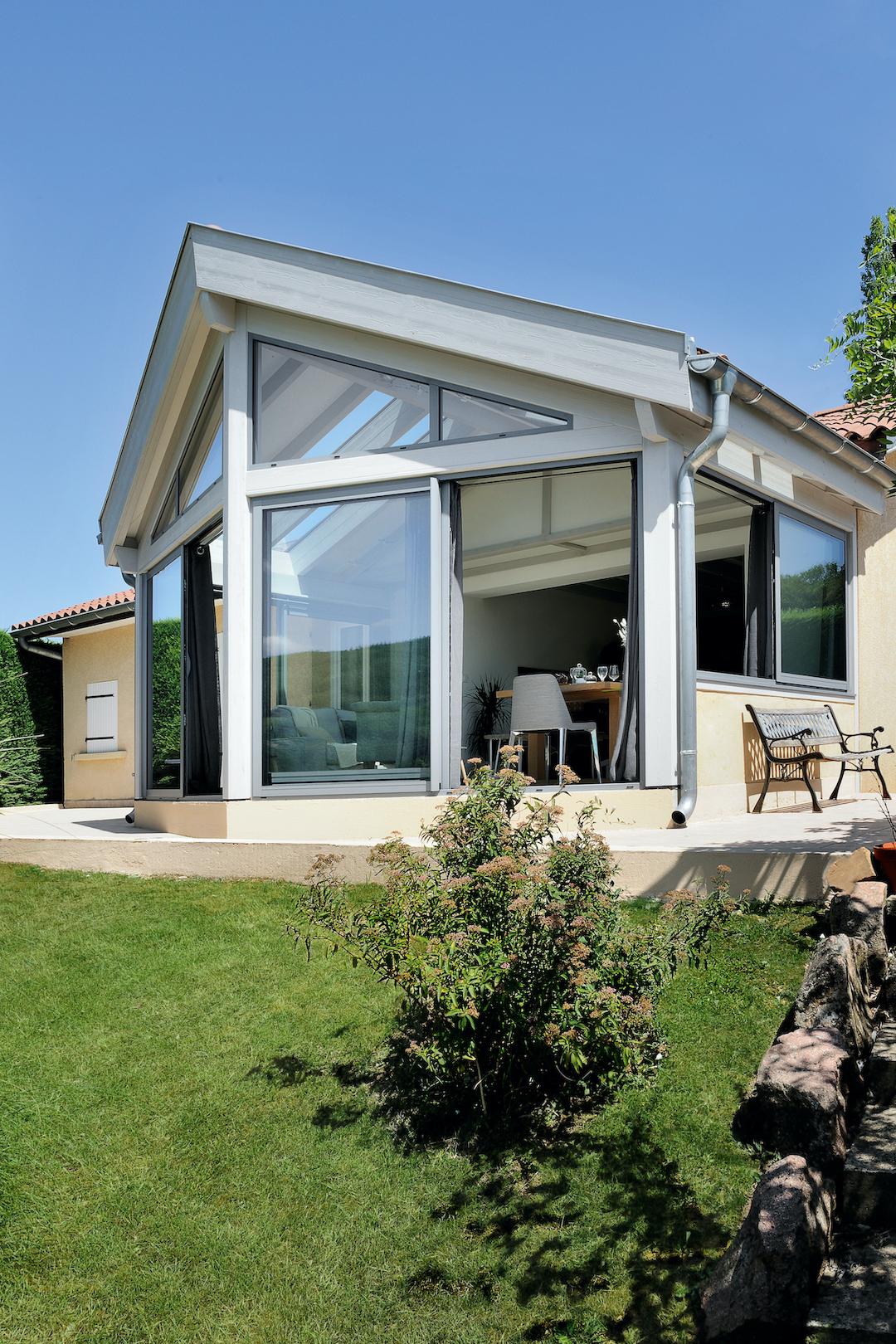extension maison baies vitrées toit ouvert design élégant contemporain