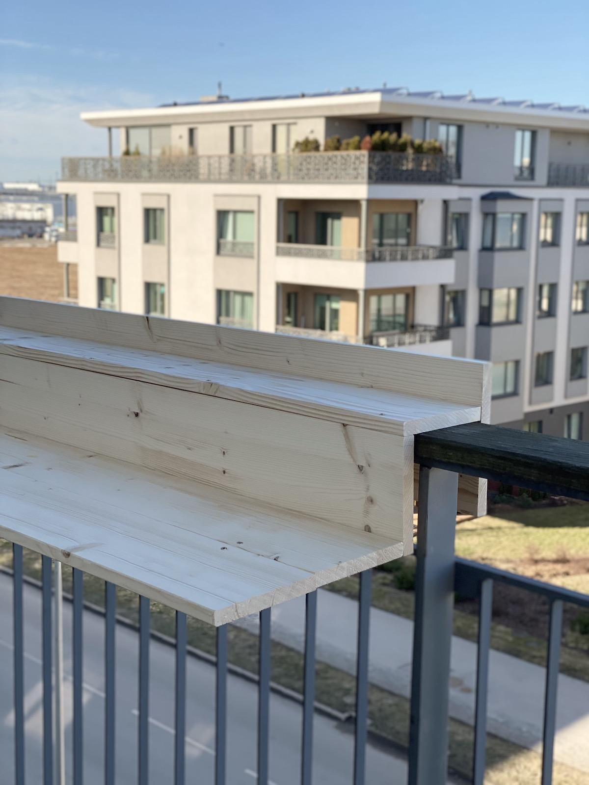 fabriquer une tablette balcon en bois pin