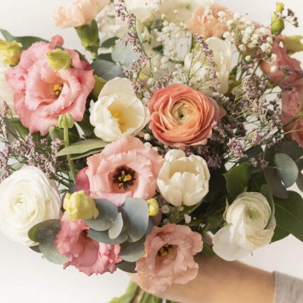 bien choisir fleurs à offrir guide rose pivoine bouquet