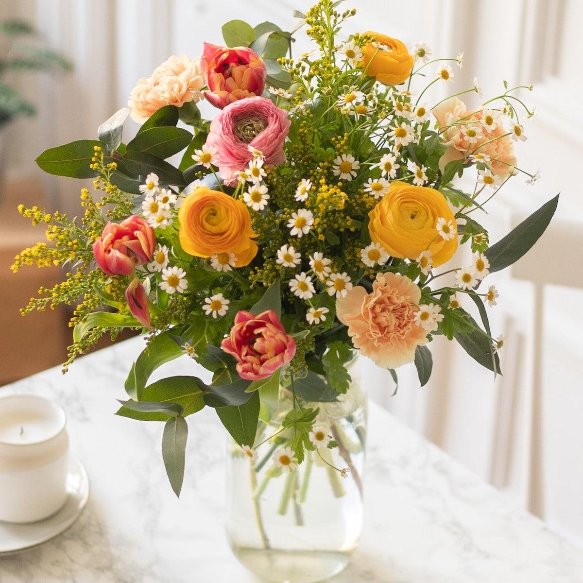 bouquet tulipe renoncule oeillet eucalyptus jaune rose