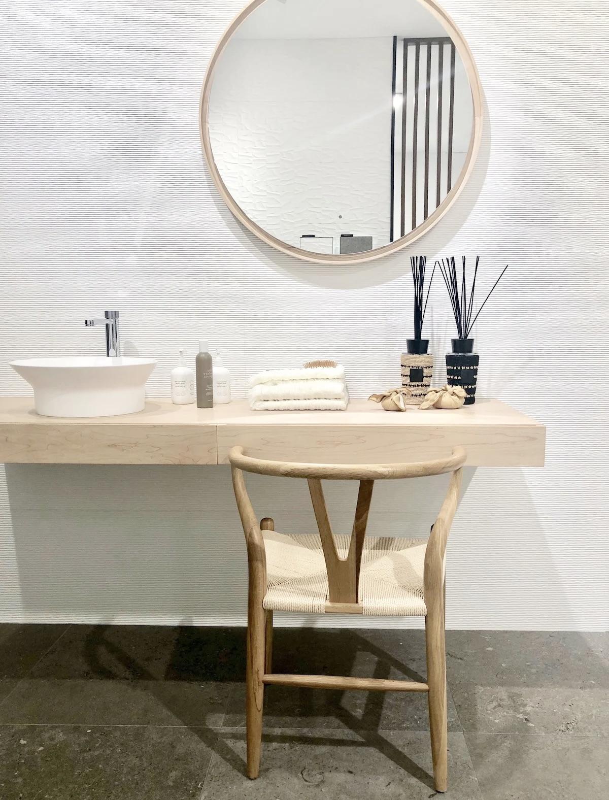 choisir éclairage salle de bain miroir robinet
