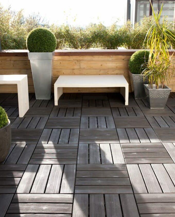 dalle clipsable noire balcon extérieur banc blanc bois