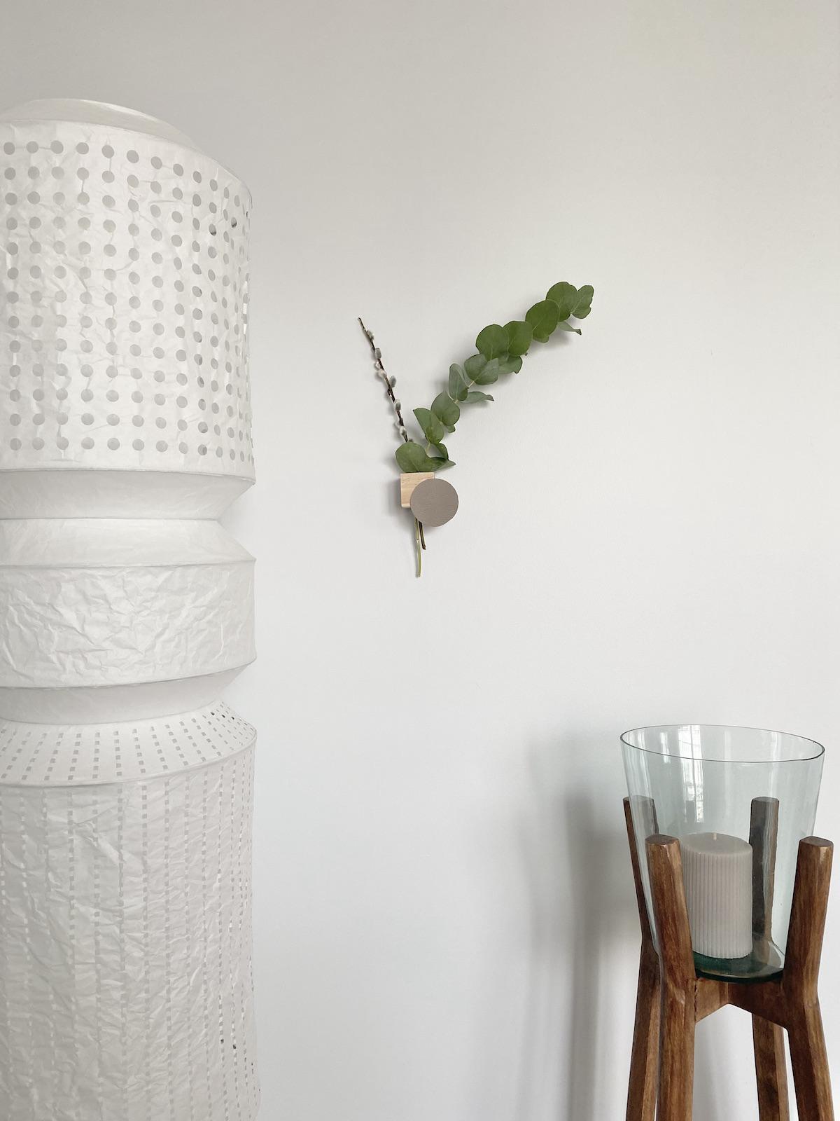 décoration nature minimaliste vase suspendu fleurs séchées