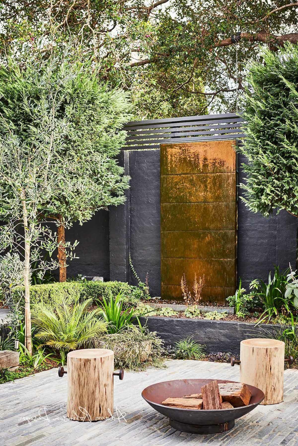 extérieur buisson mur briques noir