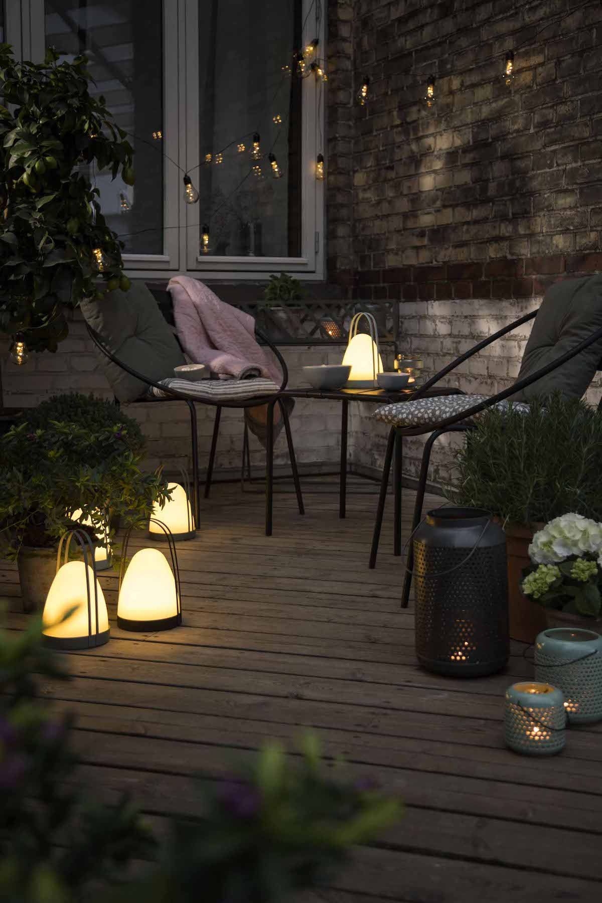 lanterne balcon extérieur bois chaise fer