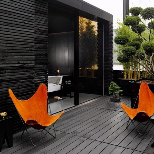 terrasse noire fauteuil orange deco extérieure design moderne