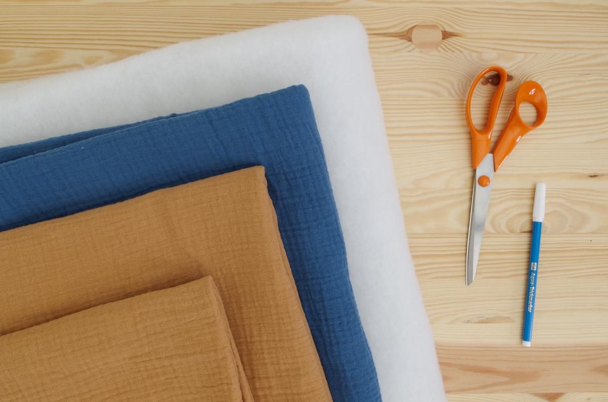 couture cadeau naissance chute coupon gaze de coton bleu beige