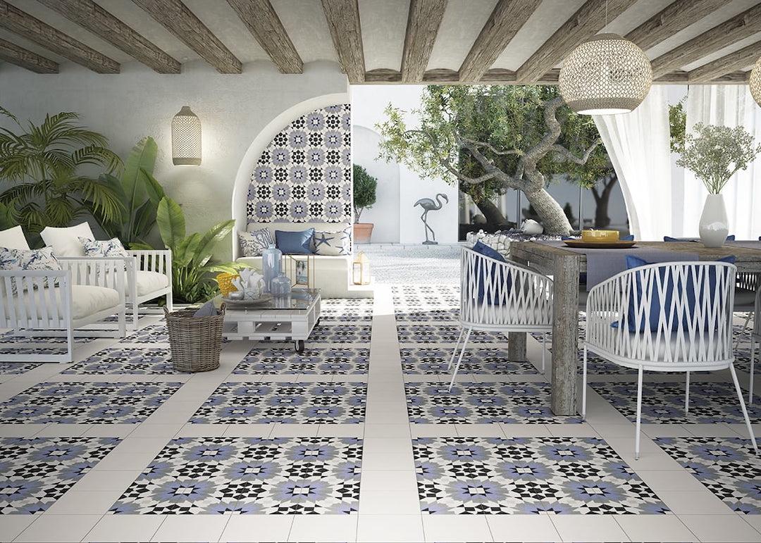 maison méditerranéenne ouverte patio décoration blanche bleue